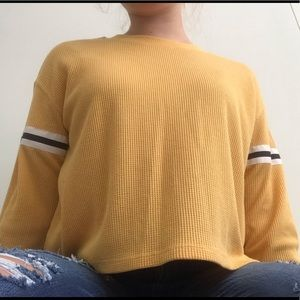 Cute yellow hollister long sleeve! (Not cropped!)
